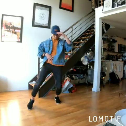 Almost kicked my cat in the face as she was wondering around 😟 I rewatched You Got Served recently with @omarion @marqueshouston in it. Also, it's Friday, let's cap this week! 💪 // #dancersofinstagram #dance #joebudden #omarion #marqueshouston #veedance #nlavee #YouGotServed #freestyledance #catslife #music #lomotif - @real_nlavee